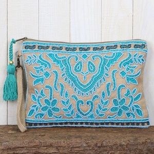 Handbags - 🌟HP 3/31🌟 Beaded Jute Clutch